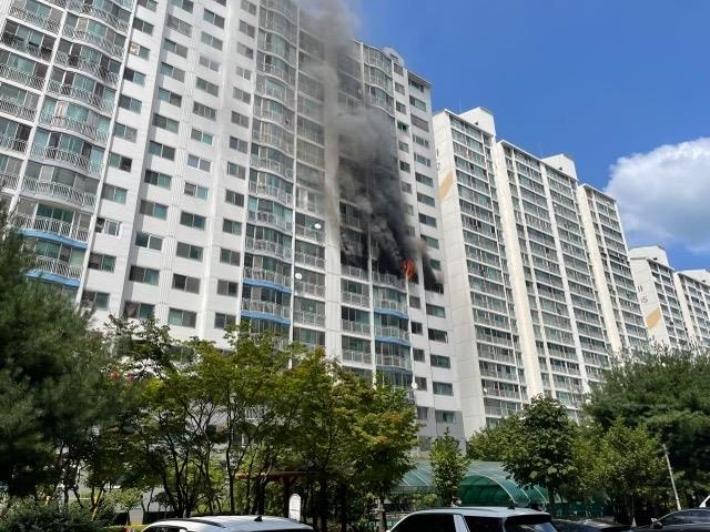 광주 아파트 8층서 화재… 주민 1명 연기 흡입 목록 이미지