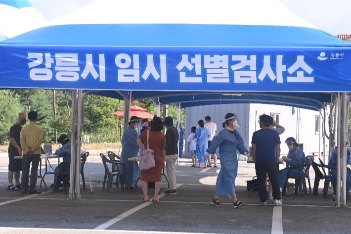 휴가철 동해안서 11명 추가 확진…강릉 닷새째 한 자릿수
