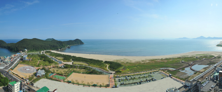 부산 다대포해수욕장과 해변공원 전경. 부산 사하구청 제공