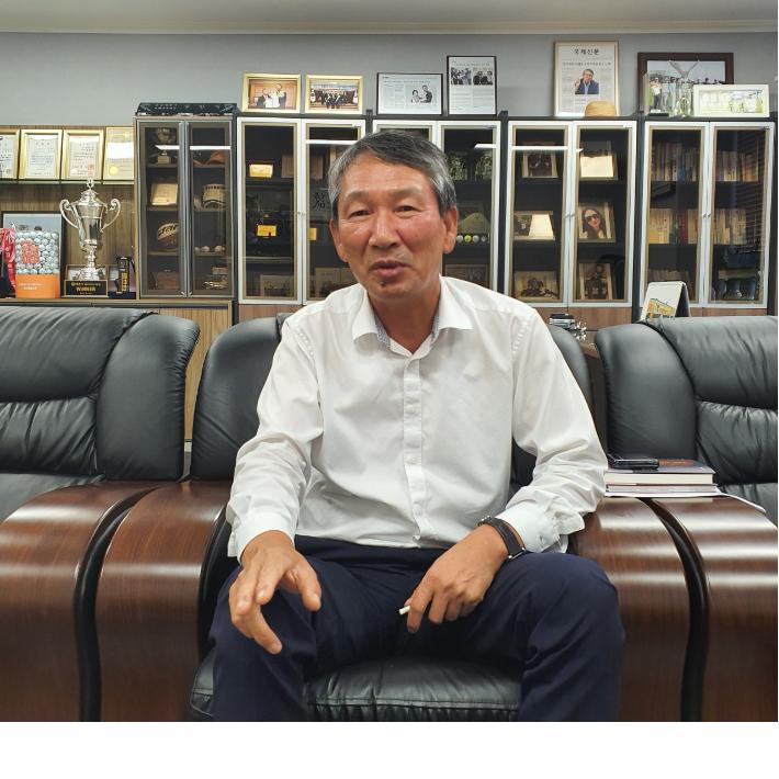 인터뷰 중인 정한식 회장/정민기 기자