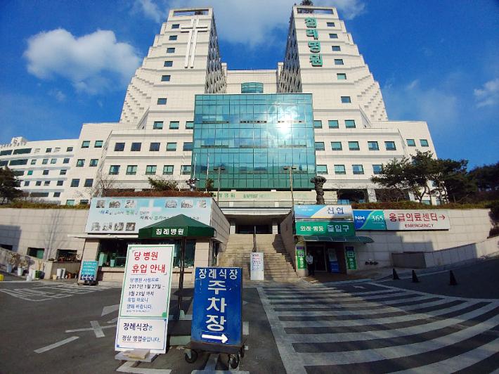 부산 침례병원이 파산한지 4년만에 공공병원화 작업이 급물살을 탈 전망이다. 2017년 폐업한 부산 침례병원. 송호재 기자