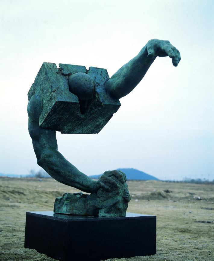 조각가 류인이 만든 '고깃덩어리'가 놀라운 이유