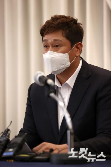 '판공비 셀프 인상' 해명 기자회견 연 이대호