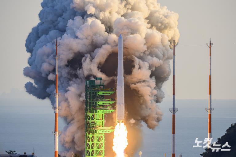 누리호 발사 '우주로 첫 걸음'