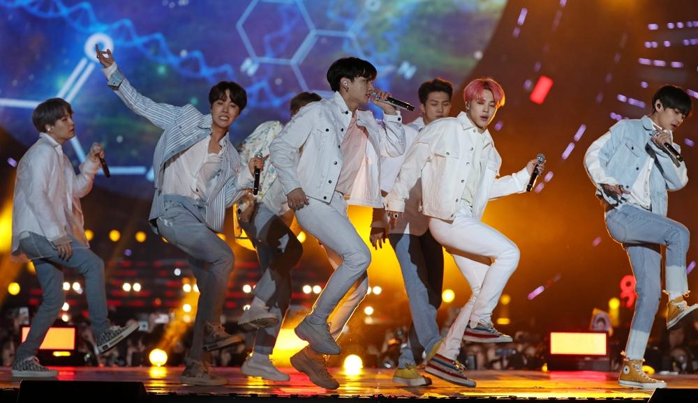 광주에서 '5.18 민주화운동' 언급한 노래 부른 BTS